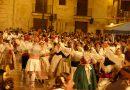 Dansaes y Albaes en la Plaza de la Virgen en honor de la Virgen de los Desamparados.