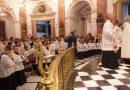 """Diez niños ingresan en la Escolanía de la Virgen con la ceremonia de """"vestición"""""""