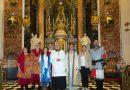 La Federación Valenciana de Moros y Cristianos realiza por primera vez una ofrenda floral a la Mare de Déu