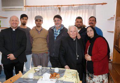 El cardenal Cañizares se reúne con familias refugiadas en Valencia