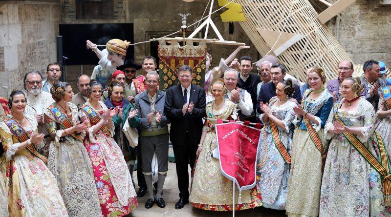 Puig entrega el 'Premi President' a la Falla Convento de Jerusalén