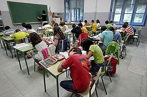 3.000 de ellas a la Comunidad Valenciana, más de 22.000 plazas de docentes se convocarán en 2018 gracias al acuerdo del Gobierno con los sindicatos
