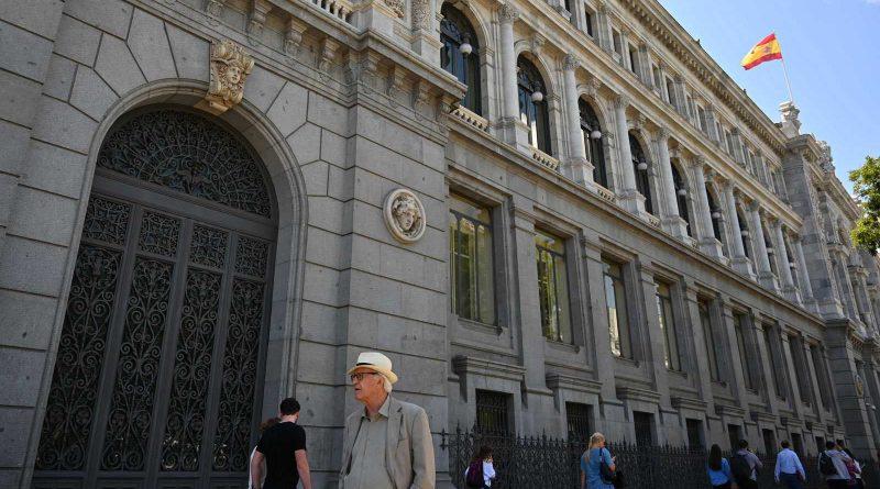 El Banco de España insiste ante las críticas del Gobierno: la subida del salario mínimo afectará negativamente al empleo