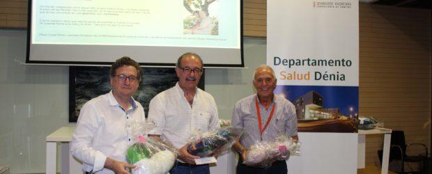 Enfermería de Alicante entrega las 'Almohadas del corazón' al Hospital Marina Salud de Denia