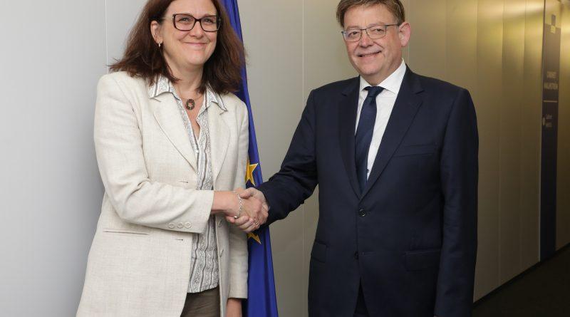Ximo Puig propone a la comisaria Malsmtröm la creación de una conferencia europea para proteger el cítrico valenciano y mediterráneo