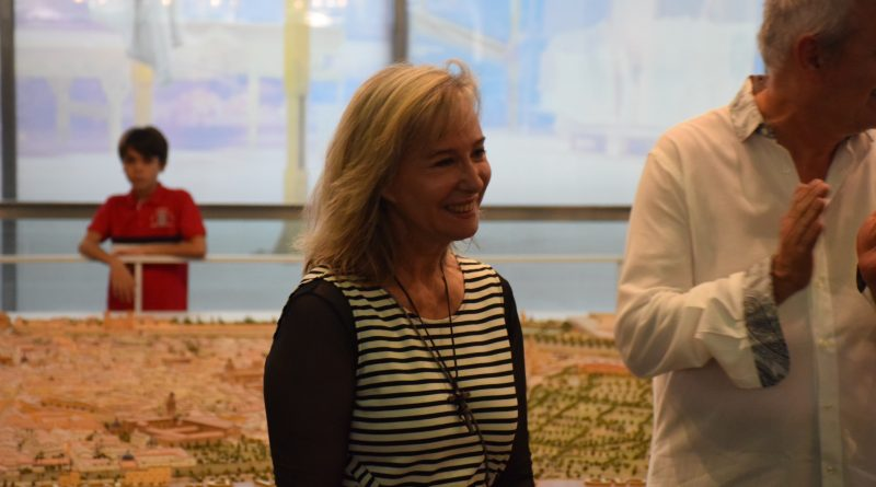 La Dra. María Gómez presenta en el MuVIM una nueva forma dereflexionarcon el arte en mayúsculas