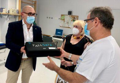 La Fe recibe una donación de un dispositivo que evalúa el riesgo de caídas por parte de Rotary Club de Valencia